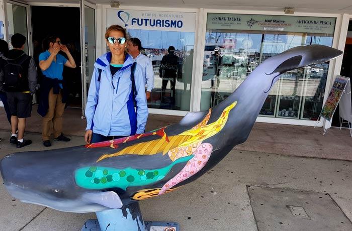 Oficina de Futurismo en el puerto de Ponta Delgada ver ballenas en Azores