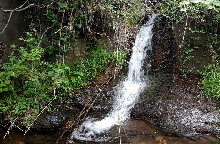 Pequeña cascada antes de llegar a la Jigareo