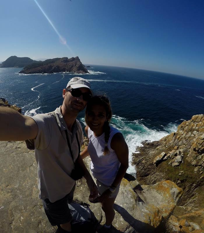 Selfie en la subida al faro de Cíes que hacer en las Islas Cíes
