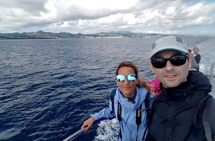 Al comienzo de la travesía ver ballenas en Azores