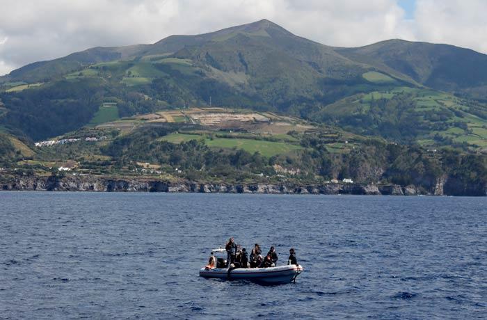 Una de las zodiac para ver ballenas en Azores