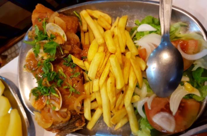 Bacalhau a Fogacho comer en Nazaré
