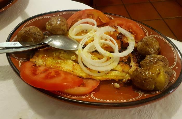 Pulpo a lagareiro del restaurante A Cantarinha comer en Figueira da Foz
