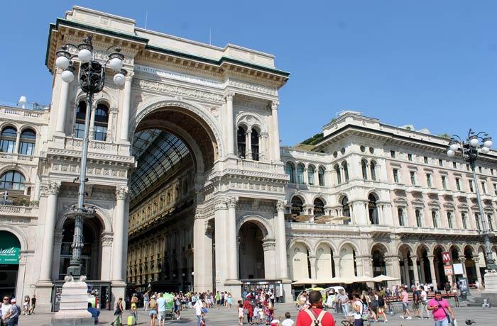 Entrada de la galería Vittorio Emanuele qué ver en Milán