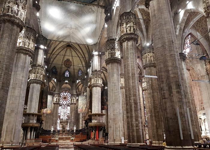Interior del Duomo qué ver en Milán