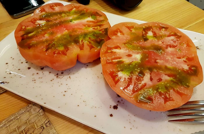 Tomate que sabe a tomate de Russes Gastrobar comer en Aracena