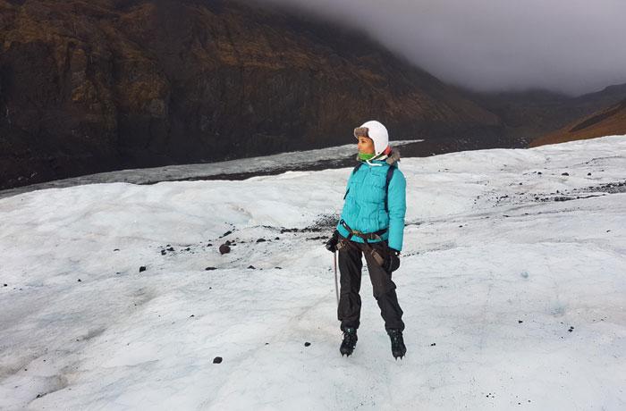 Vista del glaciar con un color blanco intenso cuando salió el sol