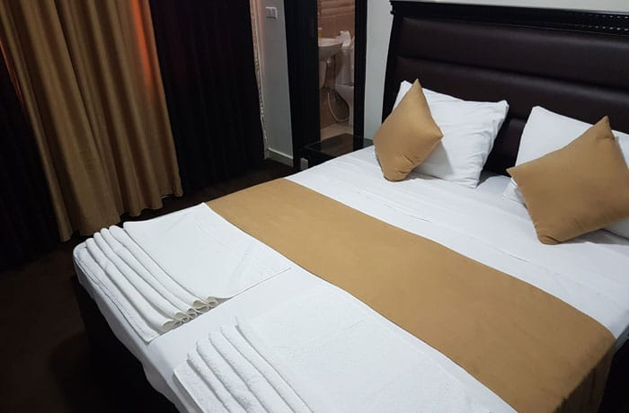 Cama de nuestra habitación en el Peace Way Hotel que ver en Petra