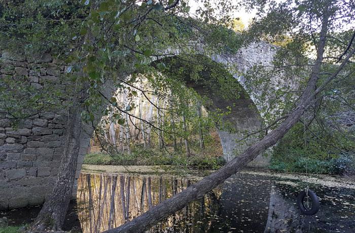 Puente sobre el río Cuerpo de Hombre