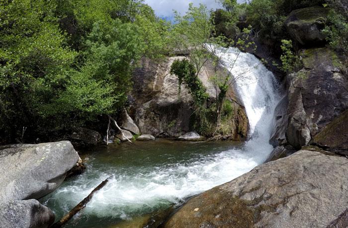 Una de las imágenes que nos regalan las cascadas de Las Nogaledas