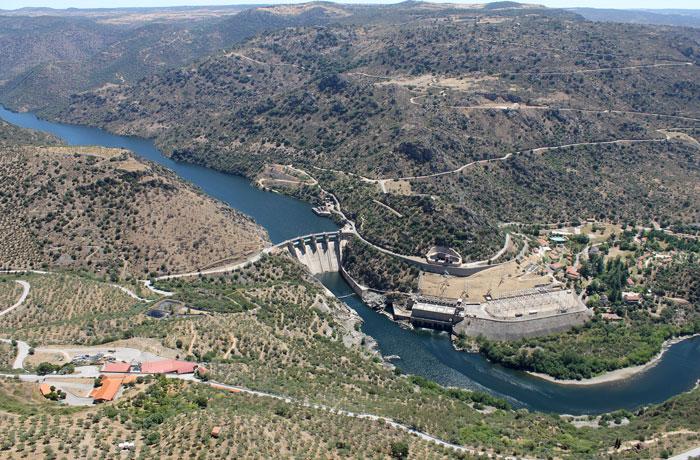 La presa de Saucelle desde Penedo Durao