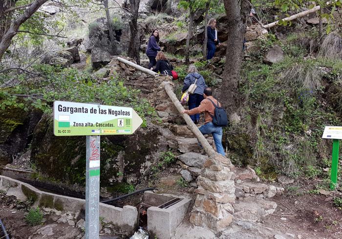 Señalización de la ruta por Las Nogaledas