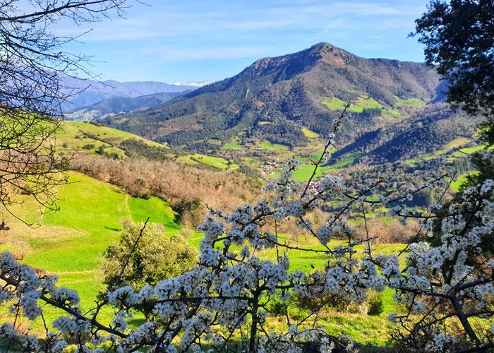 Valle de Liébana desde el sendero que comunica Lon con Brez