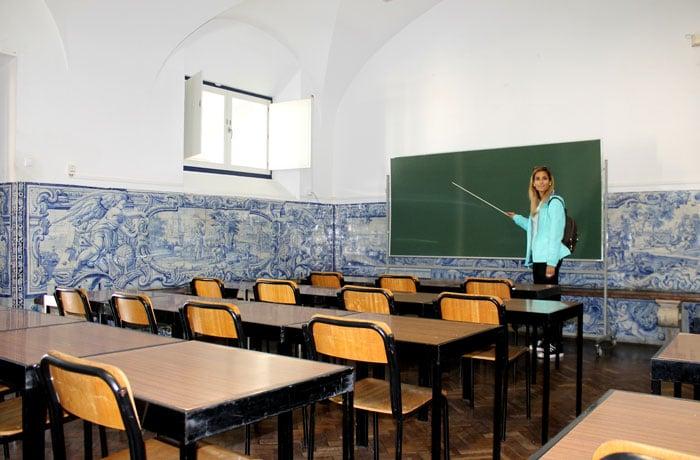 Aula de la Universidad de Évora con sus azulejos