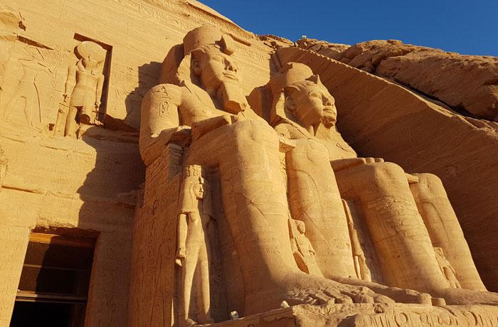 Dos de las estatuas de Ramsés II