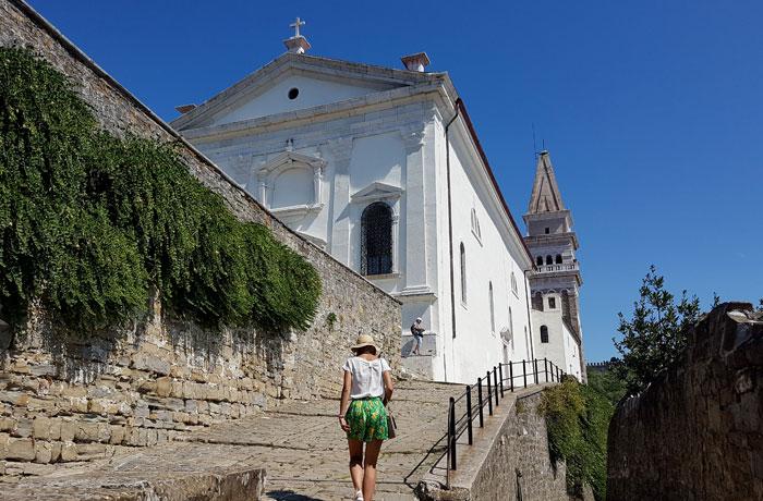 Subiendo hasta la catedral de San Jorge qué ver en Piran