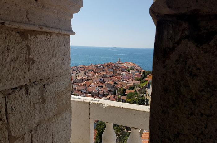 Vista de la punta de Piran desde la catedral de San Jorge