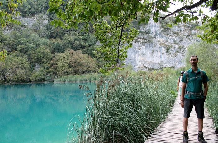 Una de las pasarelas de los lagos inferiores de Plitvice