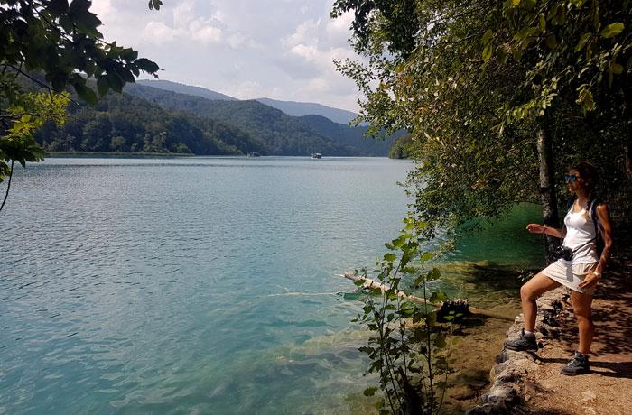 Sendero de regreso y vista del lago Kozjak