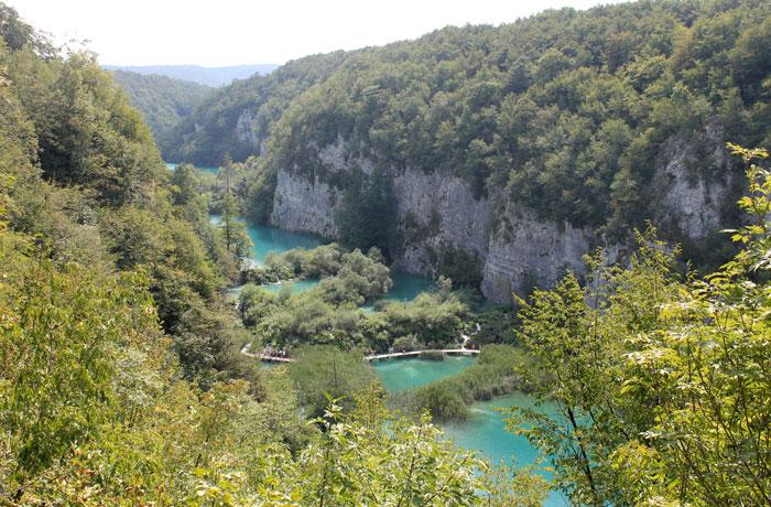 Vista de los lagos inferiores desde el sendero de regreso