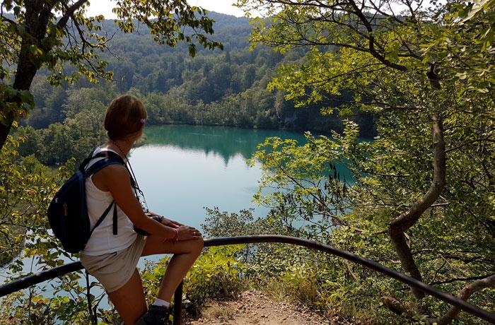 Vista de uno de los lagos de Plitvice desde uno de los miradores