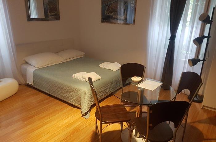 Nuestra habitación en los Apartments Branimir de Zadar