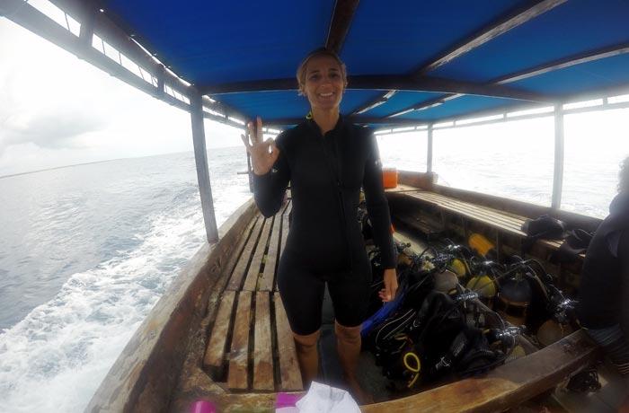 Nuestro barco que nos llevó al atolón de Mnemba buceo en Zanzíbar