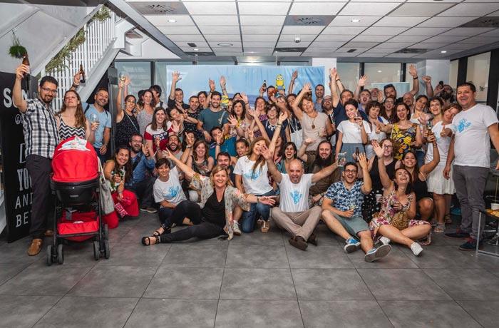 Foto de familia de los participantes en la jornada KLM Vuela Sostenible