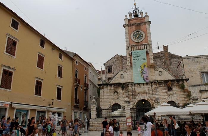 Narodni tgr de Zadar con la atalaya municipal qué ver en Zadar