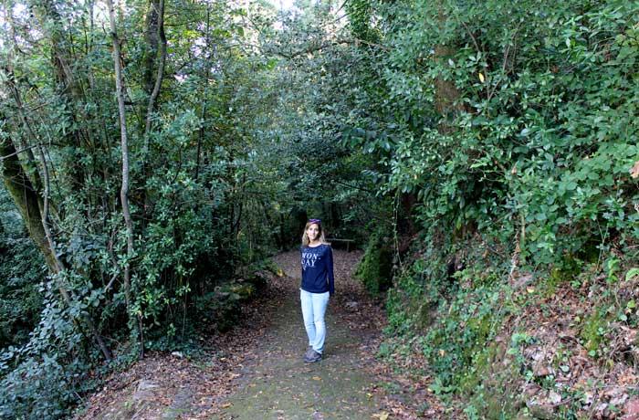 Estefanía, durante nuestro paseo por Bussaco