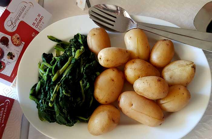 Patatas y grelos para acompañar la lampantana