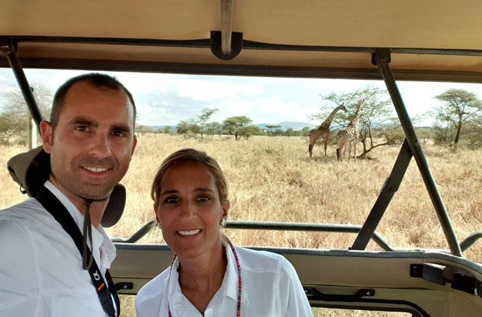 Selfie con un par de jirafas en el Serengeti consejos safari en Tanzania
