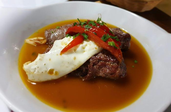 Carne al estilo de las Azores en la tasca O Petisca