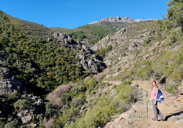 Comienzo del sendero del Valle de Belén tras dejar la pista
