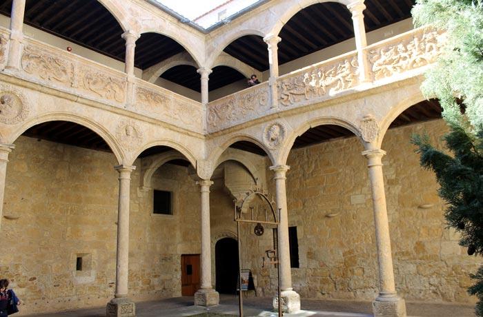 Patio plateresco del palacio de Los Águila que ver en Ciudad Rodrigo