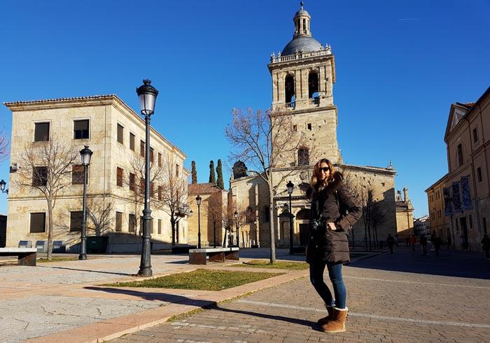 Plaza de Herrasti con la catedral al fondo que ver en Ciudad Rodrigo
