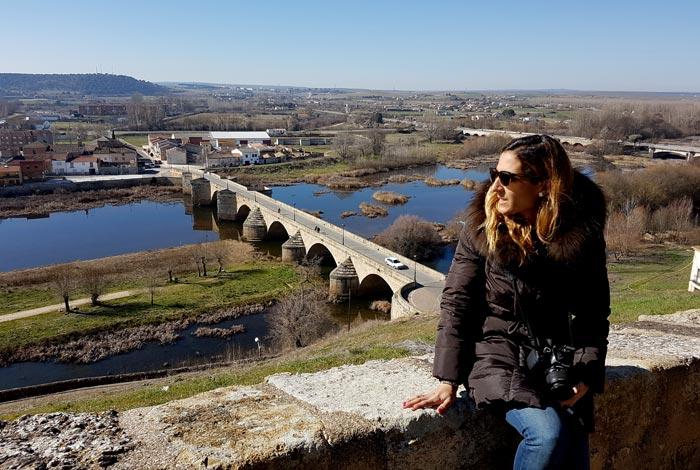 Vista del Águeda y del Puente Mayor desde la muralla en su tramo del Parador