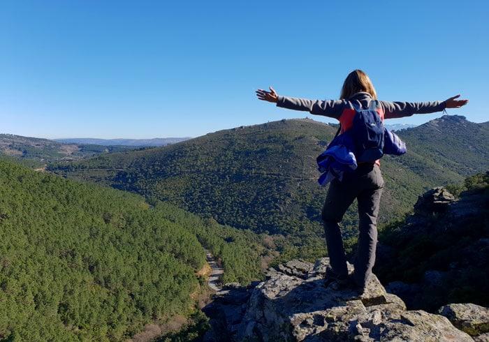 Vistas desde unas rocas en al subida por el Valle de Belén