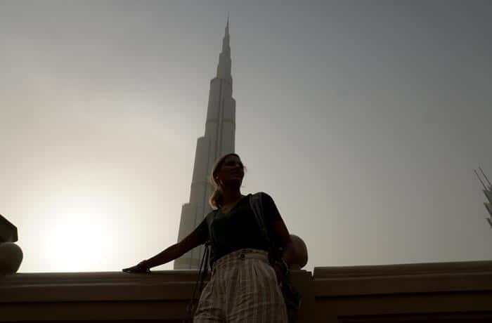 Estefanía, ante el Burj Khalifa