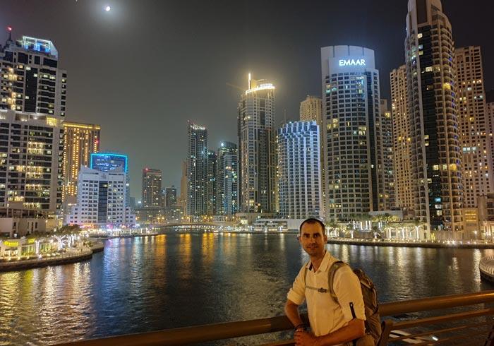 Dubai Marina de noche