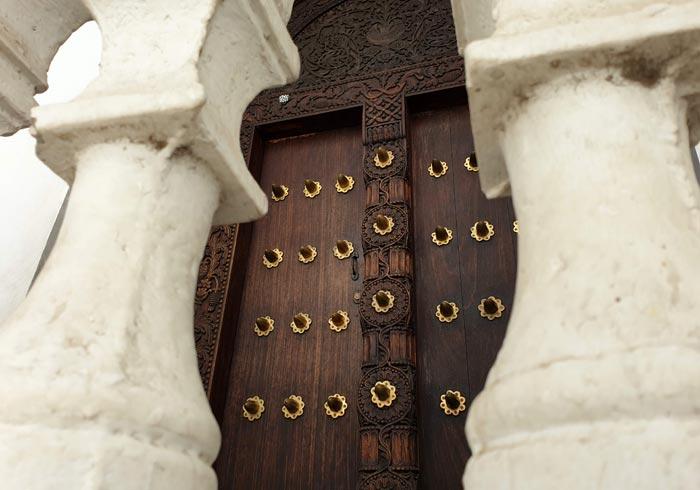 Una de las puertas que se pueden ver en Stone Town