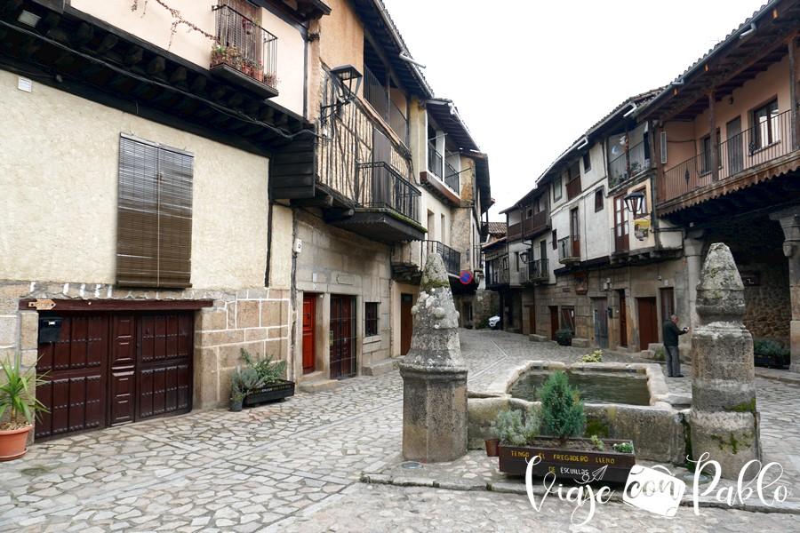Plaza Mayor de San Martín del Castañar pueblos más bonitos de Salamanca