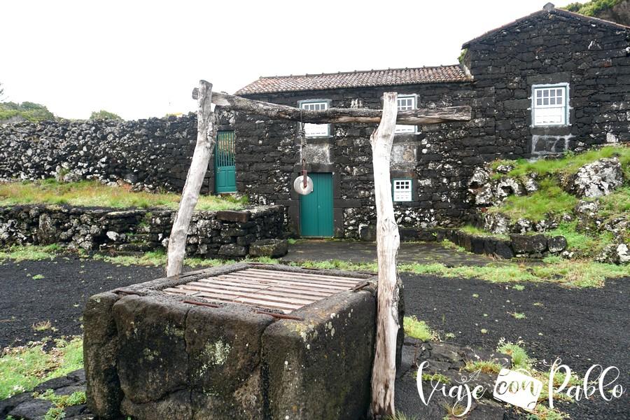 Pozo y vivienda tradicional en Cachorro