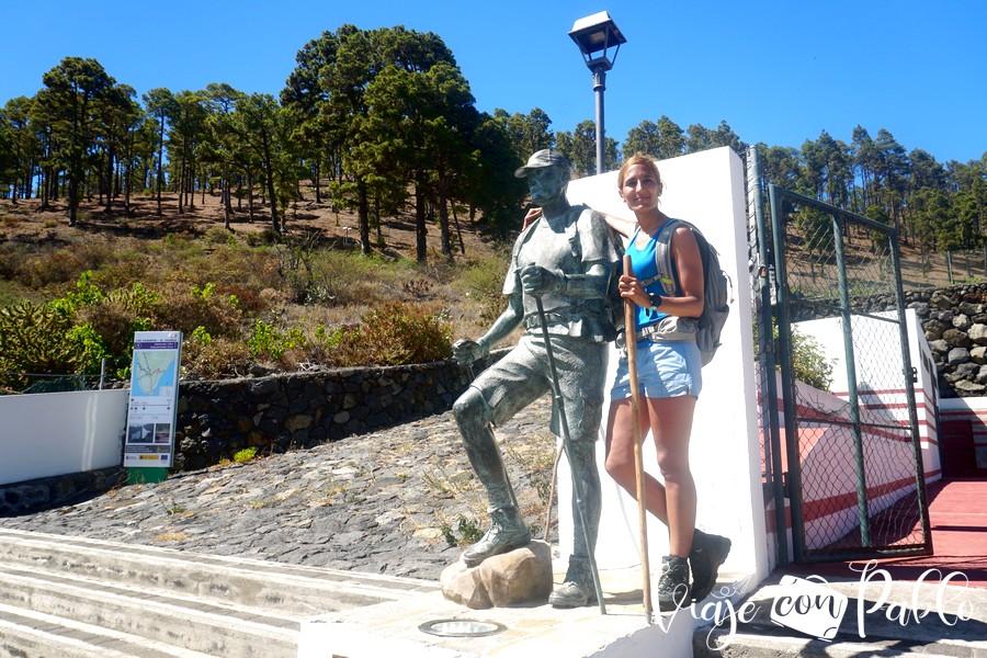 Monumento al senderista en Los Canarios
