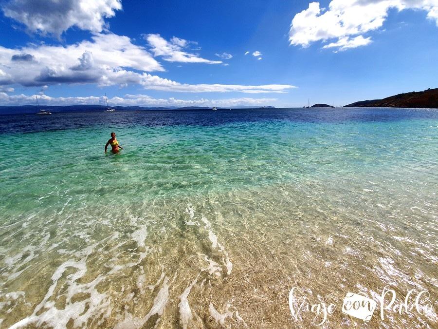 Aguas cristalinas de la playa de Melide