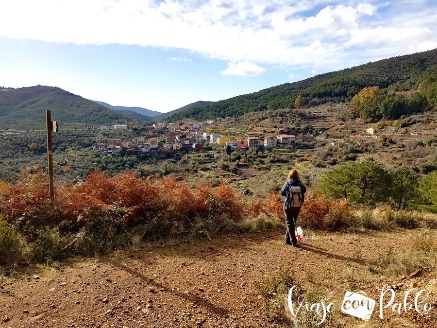 Vista de Herguijuela de la Sierra desde el sendero