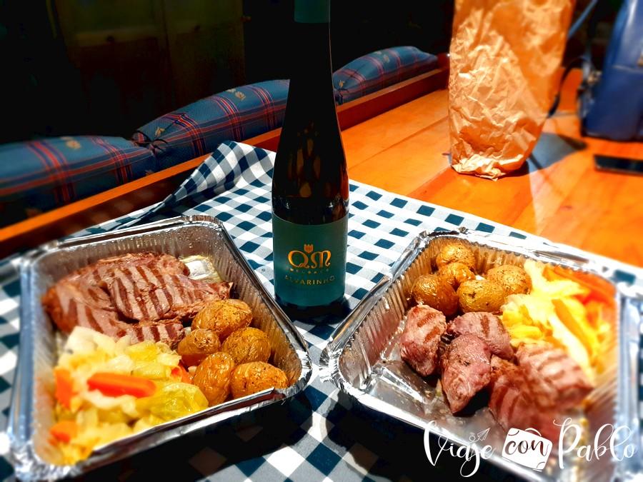Carne de cachena del restaurante O Brandeiro, preparada para tomar en la casa