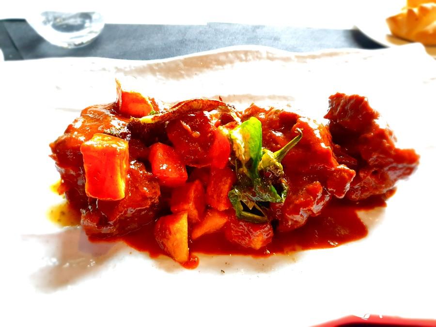 Guiso de rabo de toro con verduras del restaurante Castilla