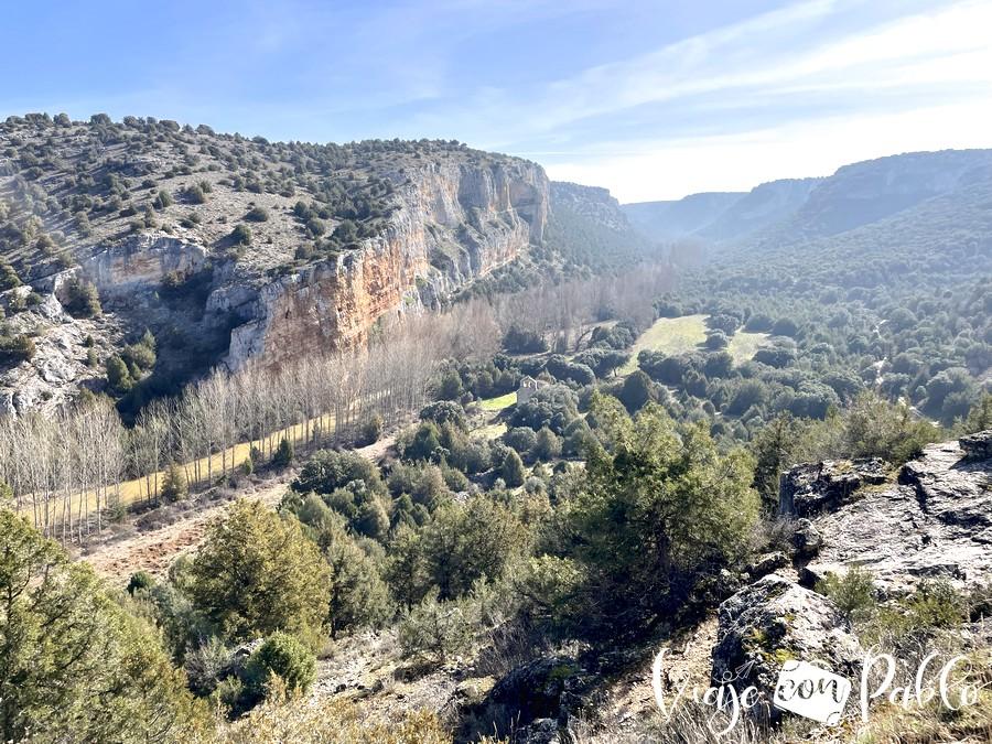 Vista icónica de las Hoces del río Riaza con la ermita del Casuar al fondo