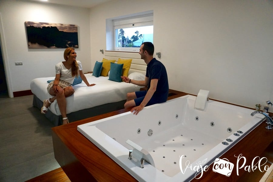 Dormitorio principal con jacuzzi de nuestra villa deluxe